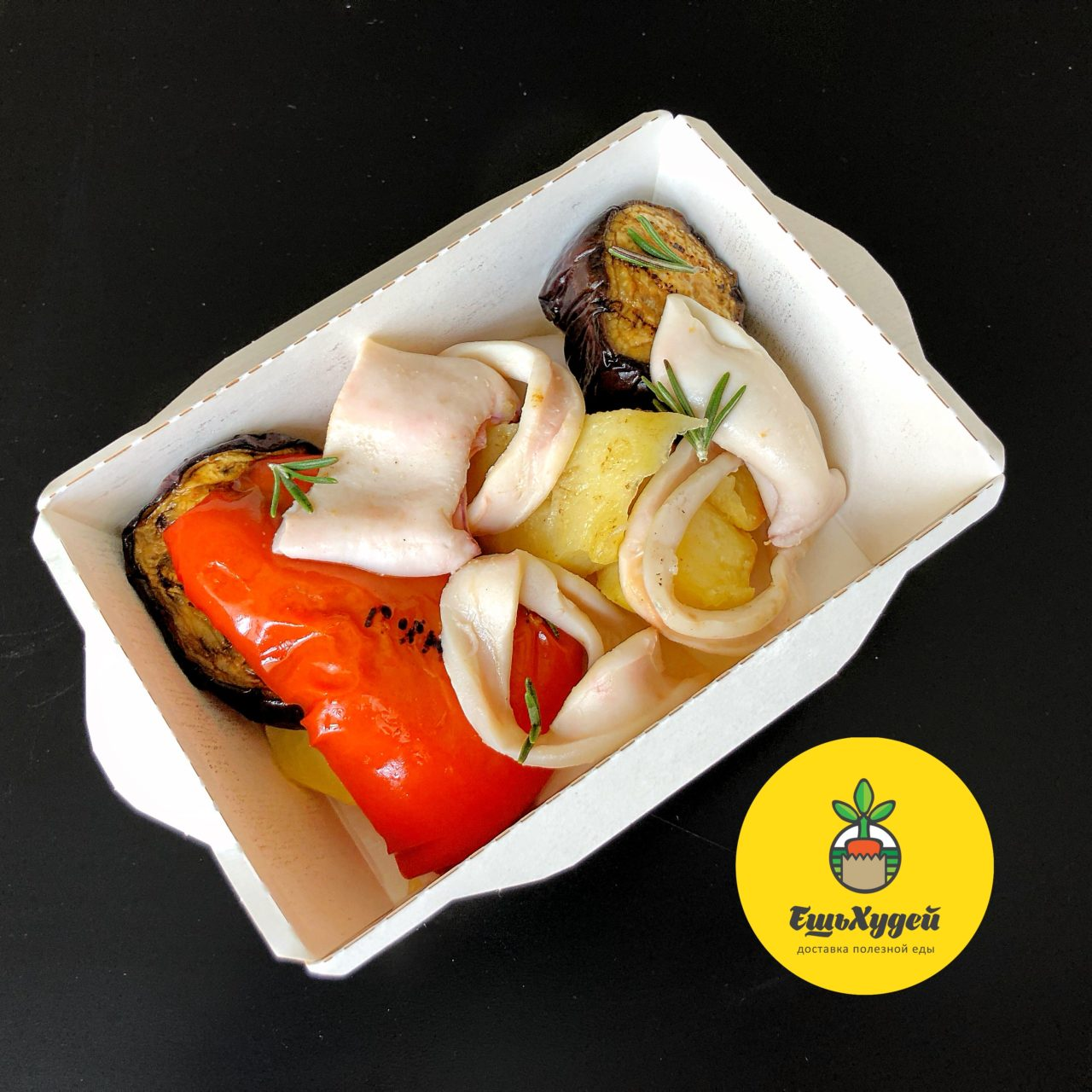 Кальмары с картофелем и овощами гриль