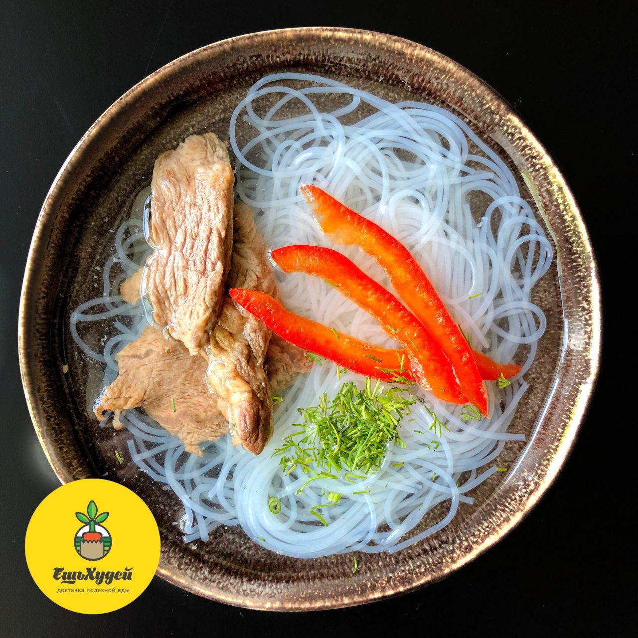 Суп Фо с говядиной и рисовой лапшой