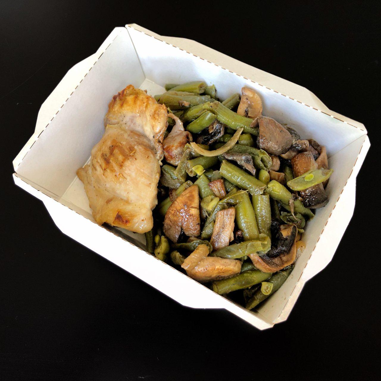 Куриное филе с миксом из грибов и стручковой фасолью