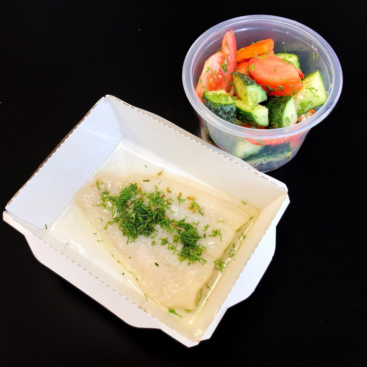 Филе палтуса с овощным салатом