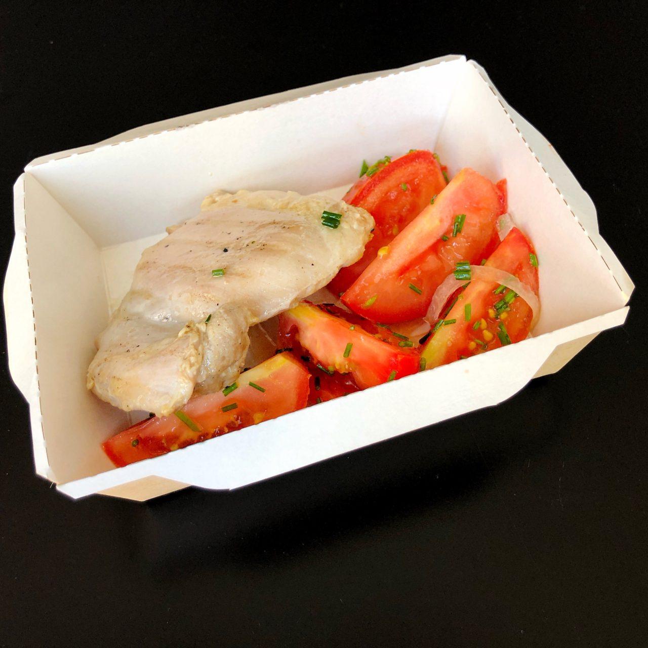 Куриное филе с гречкой и салатом из бакинских томатов