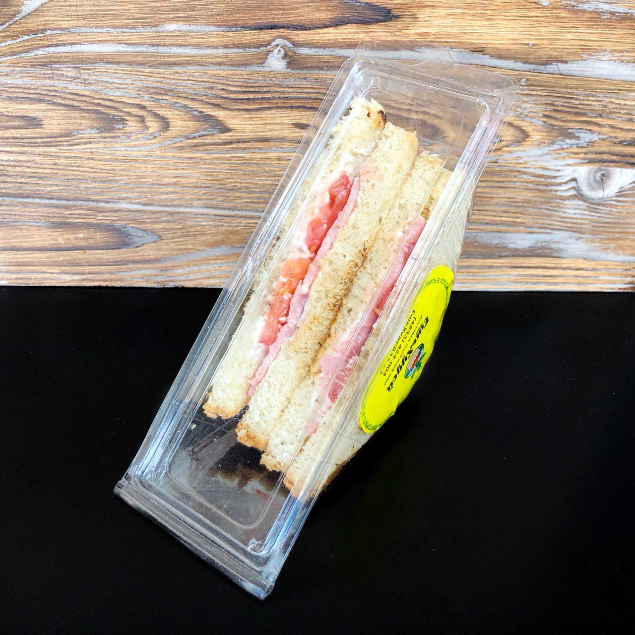 Сэндвич с ветчиной и мягким сыром