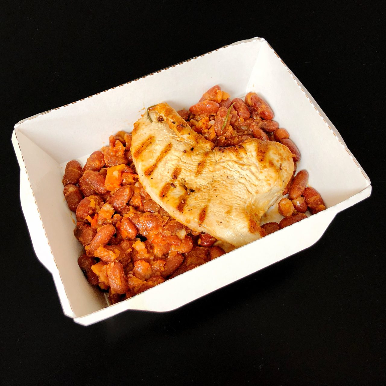 Индейка с фасолью в томатном соусе