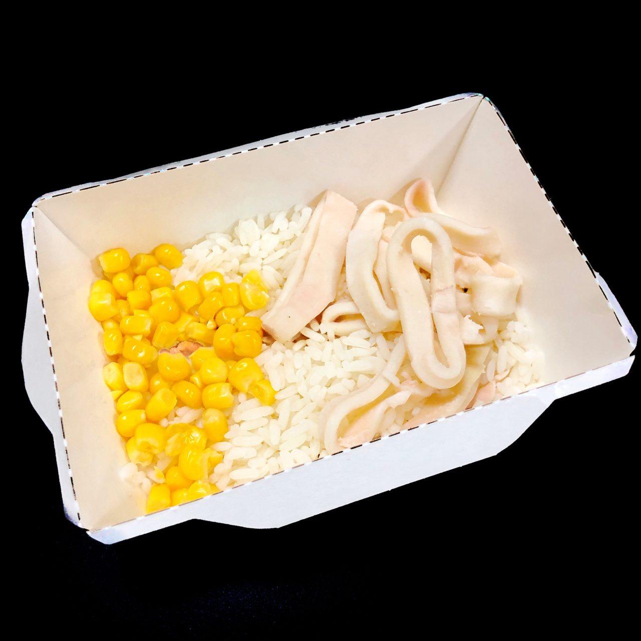 Кальмары с рисом и кукурузой