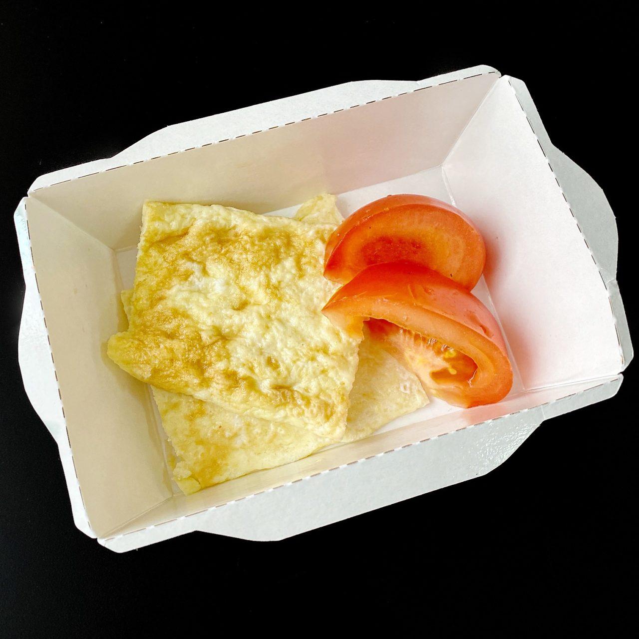 Омлет с томатом и сыром