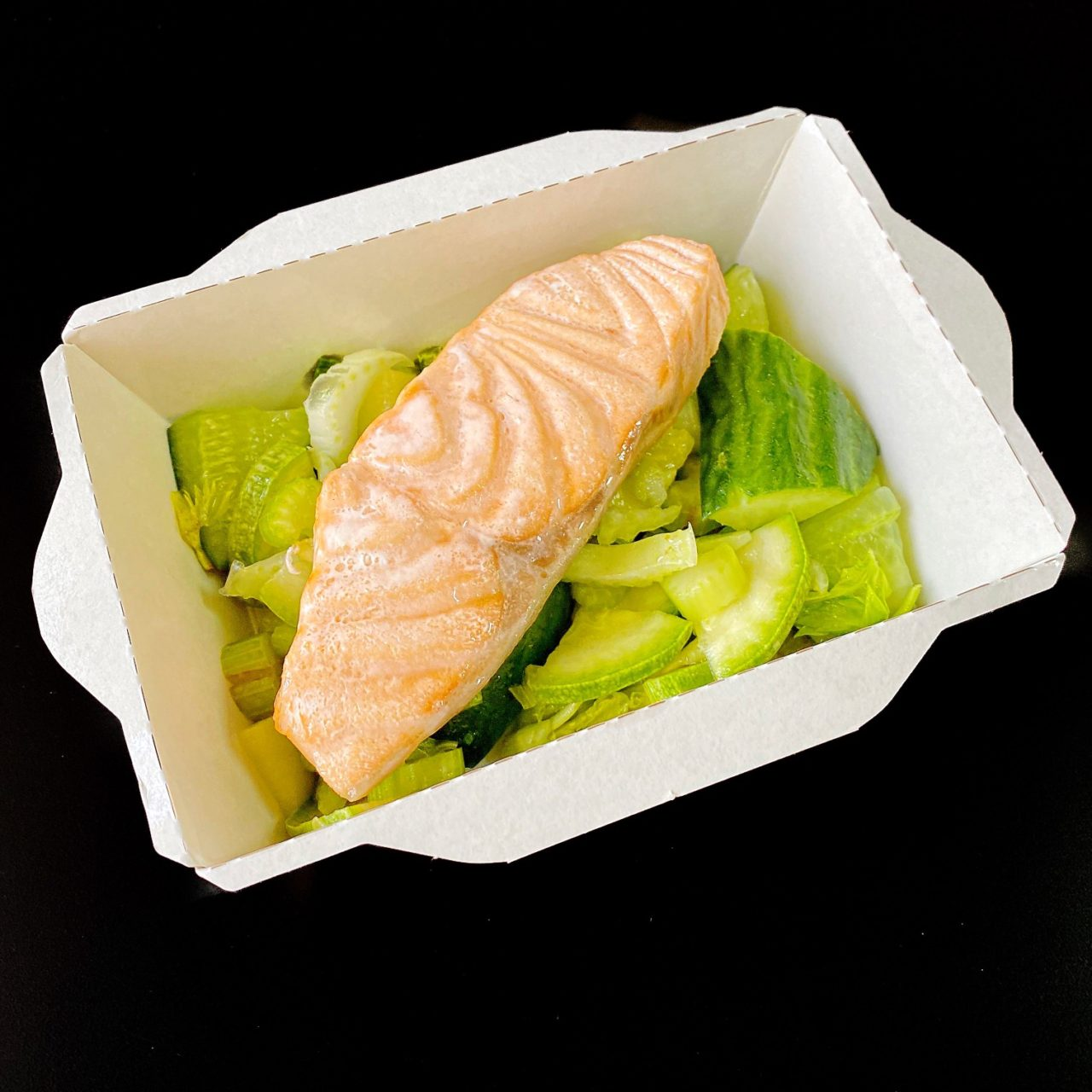 Рыба с зеленым салатом