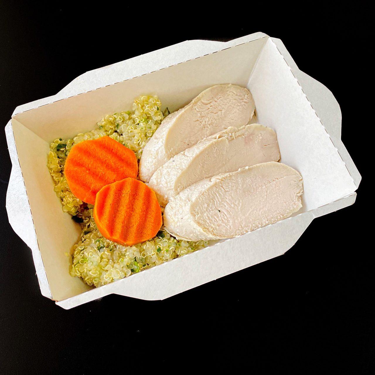 Куриное филе с киноа, паровой морковью