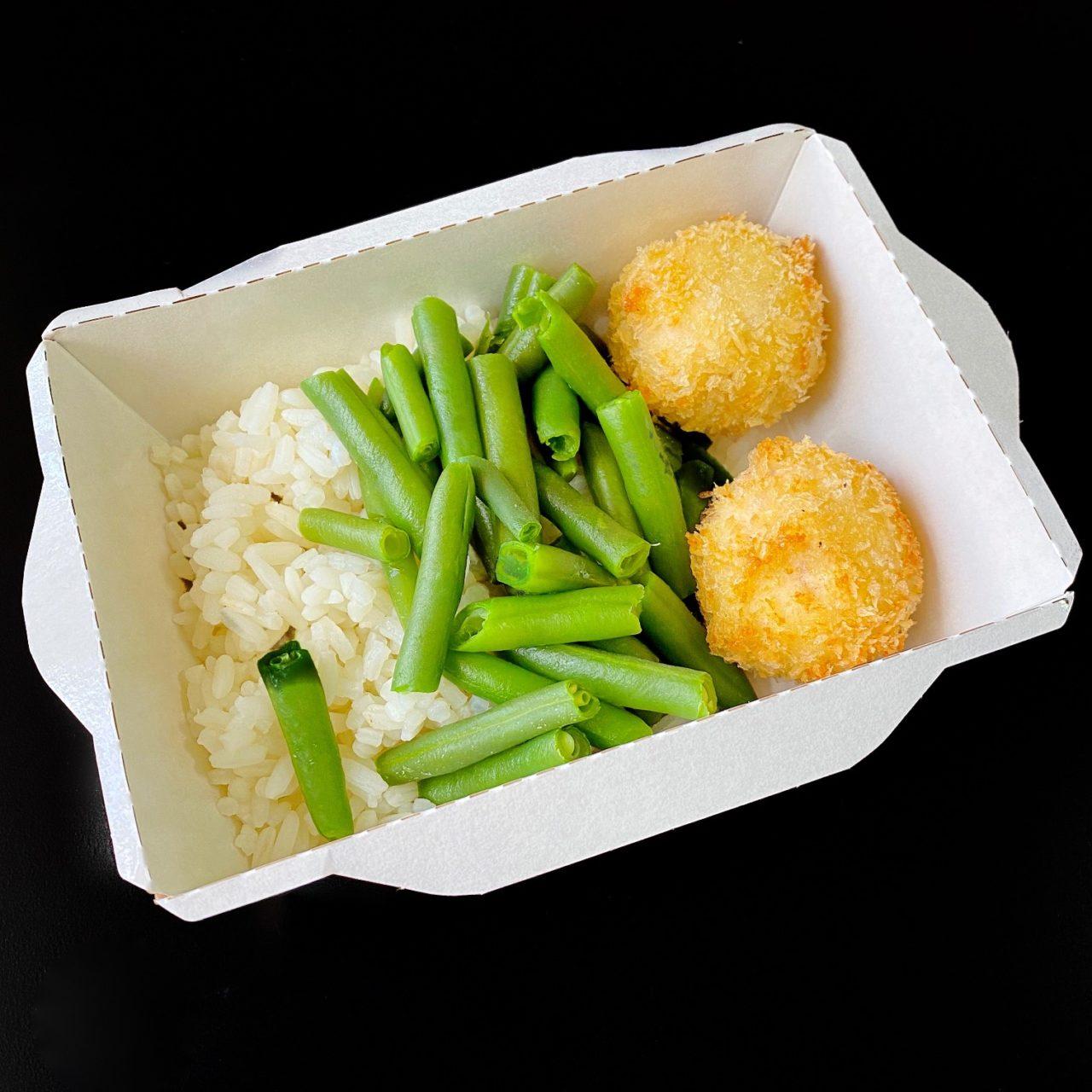 Крокеты из кальмара с имбирным Айоли, рисом и стручковой фасолью