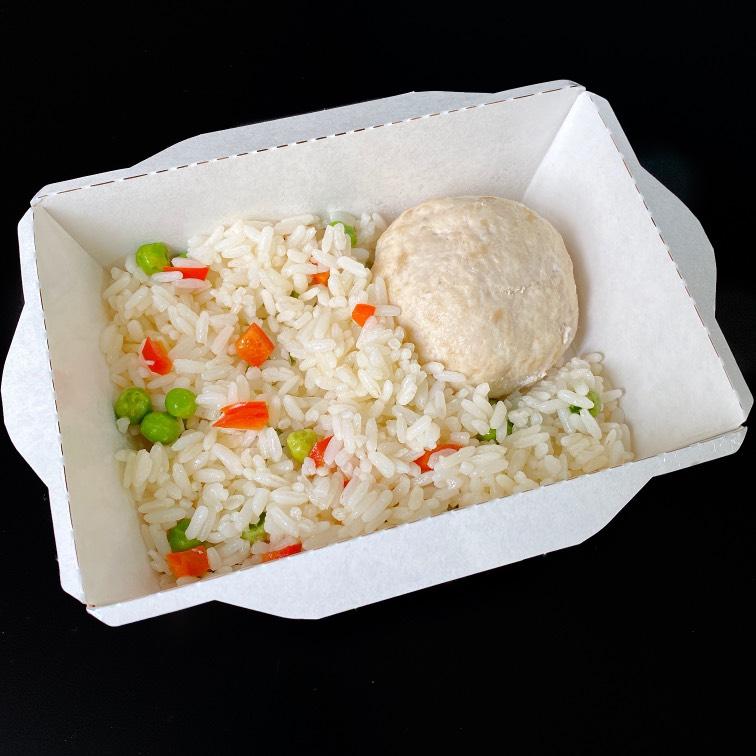 Куриная котлетка с рисом и перцем