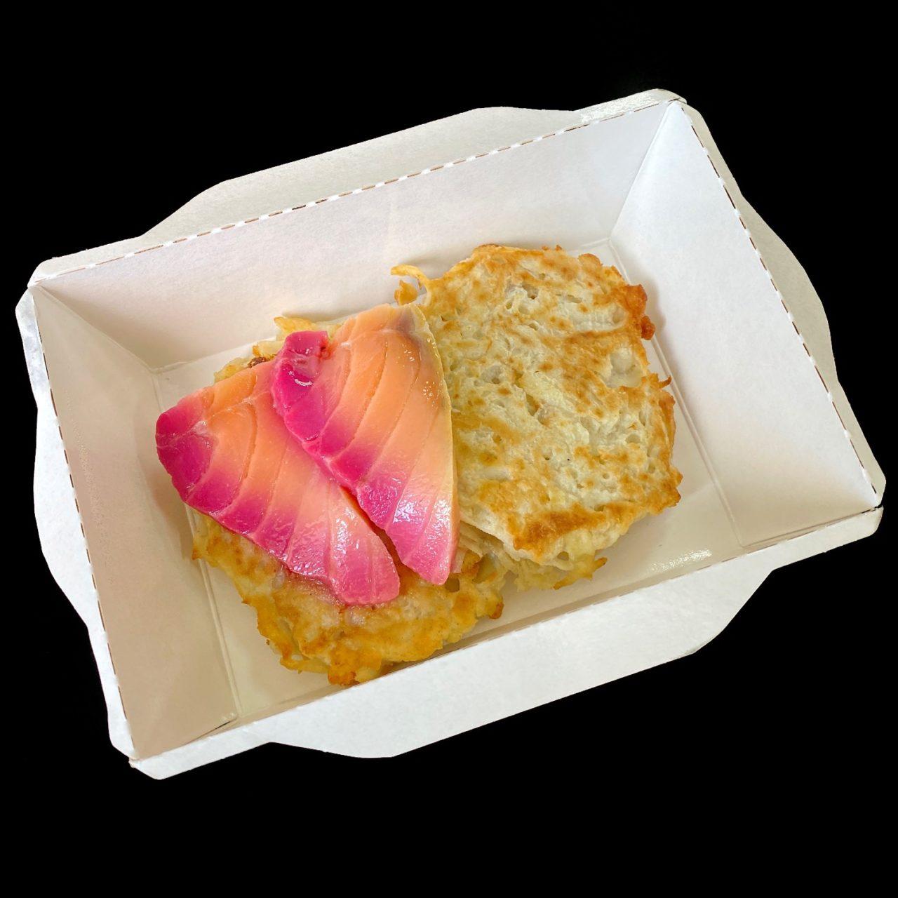 Картофельный рести со сметаной и ломтиками с/с семги