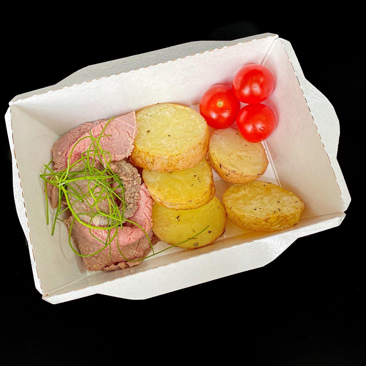 Ростбиф с мини картофелем и томатами