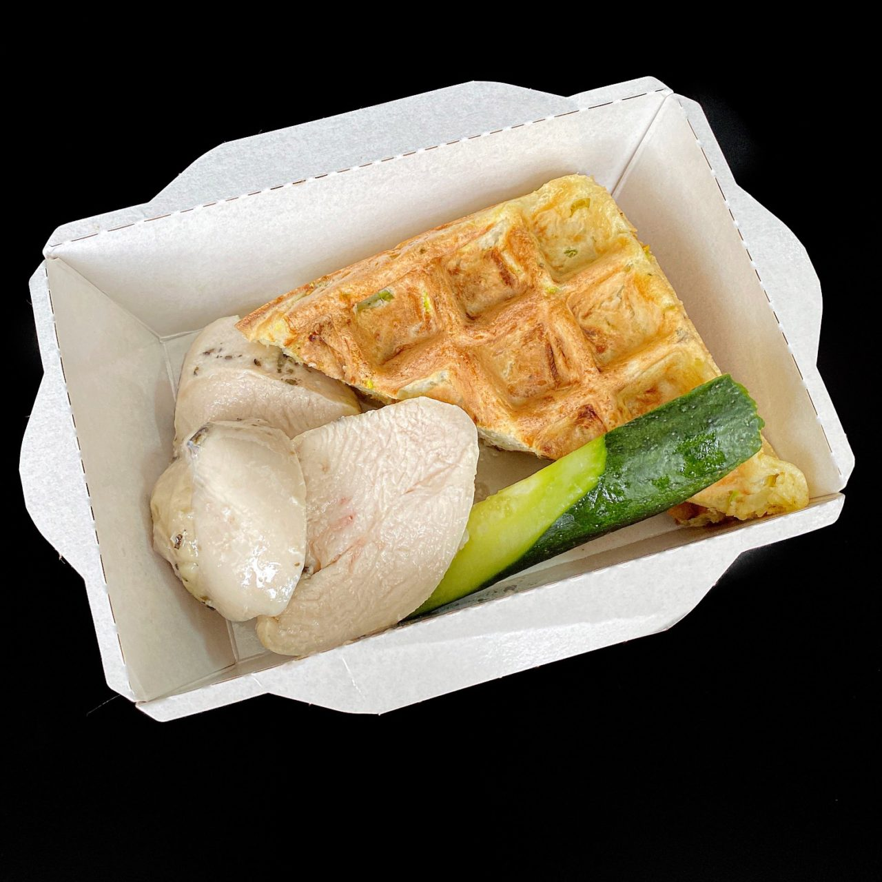 Вафли из кабачков с куриным филе и сметаной