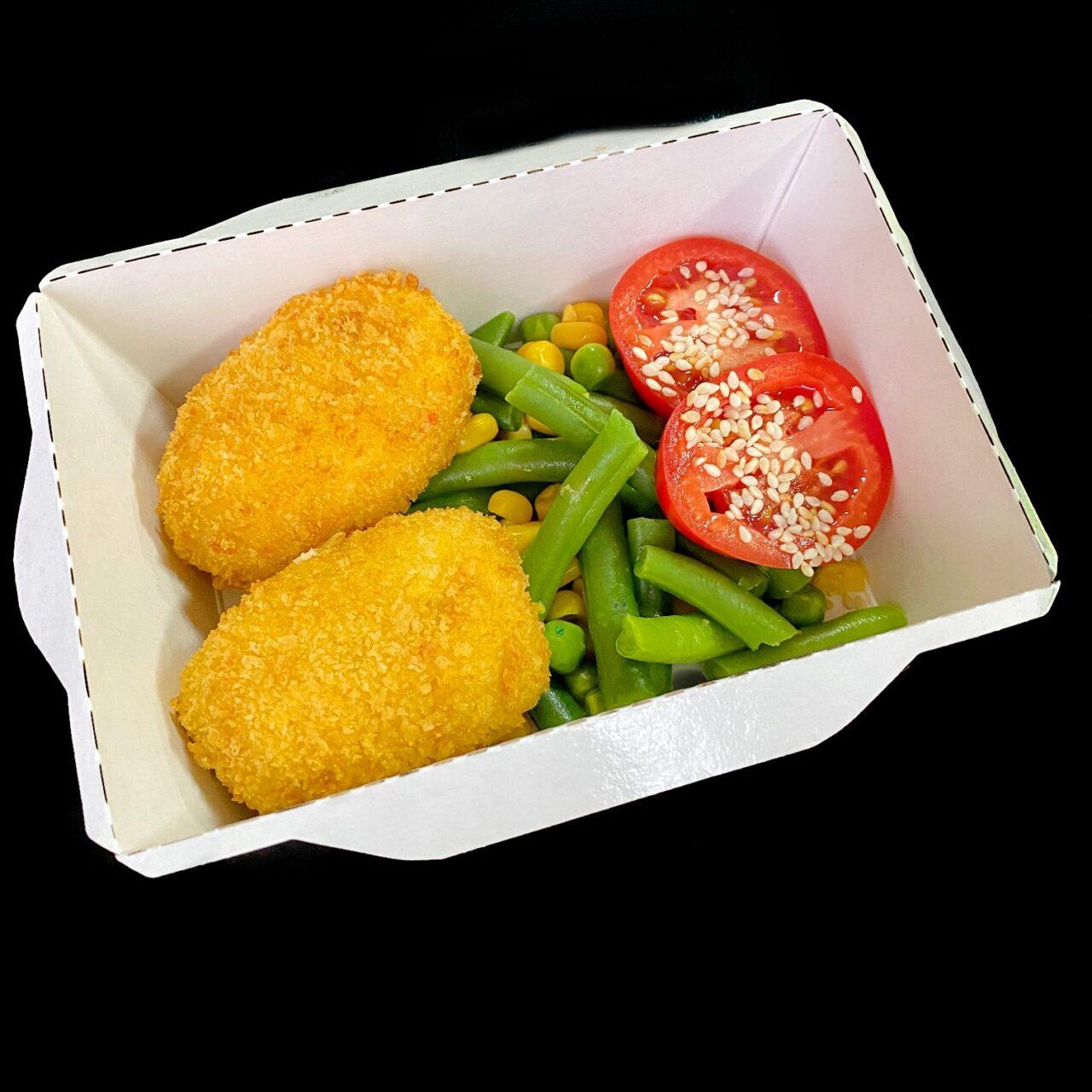 Крокет из лосося с овощами и стручковой фасолью