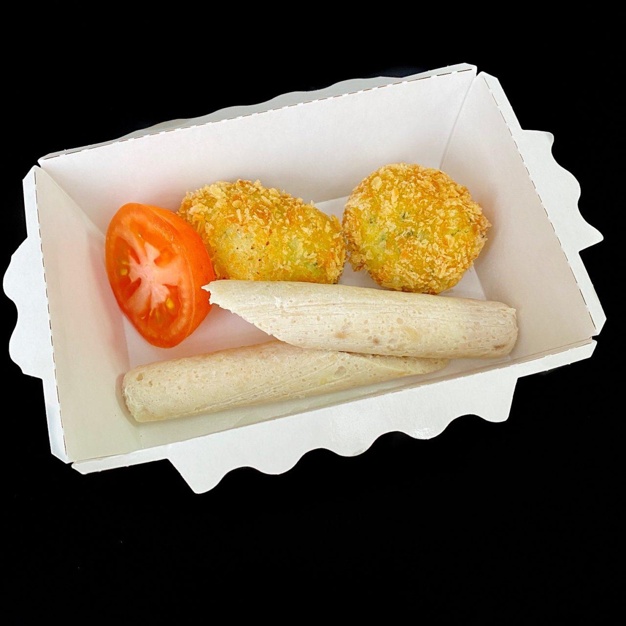 Картофельный крокет со шпинатом, суфле из курицы и томатом
