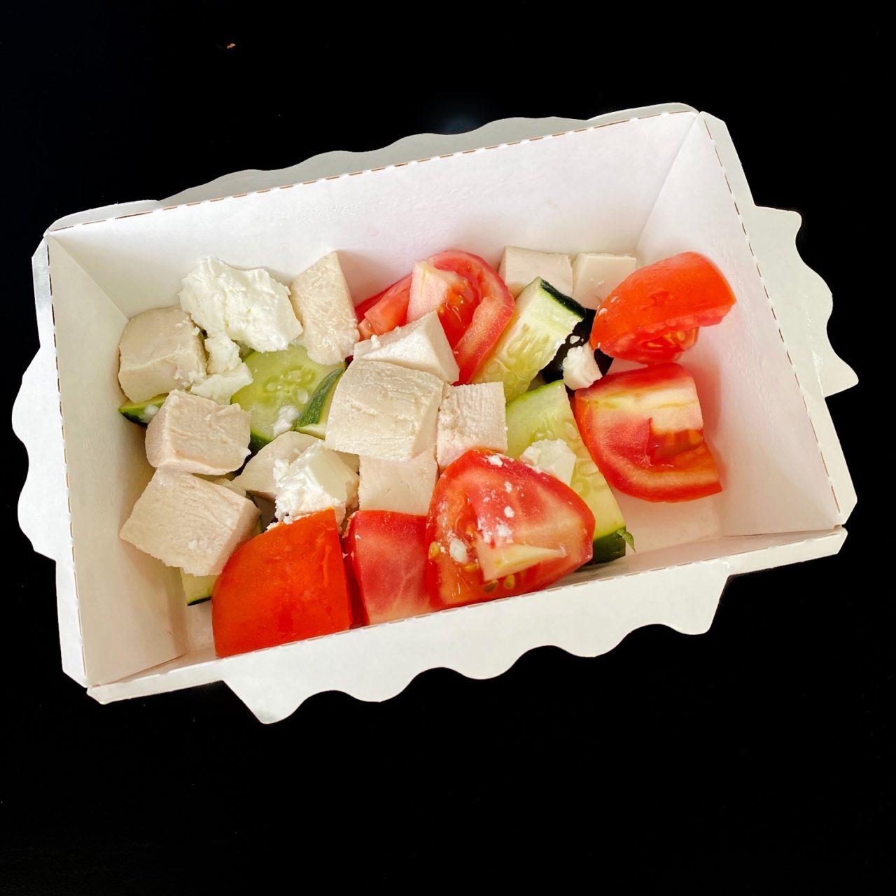 Курица с греческим салатом