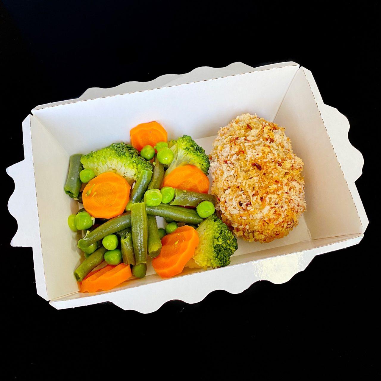 Кромески из курицы с оливками, вяленым томатом и овощи на пару