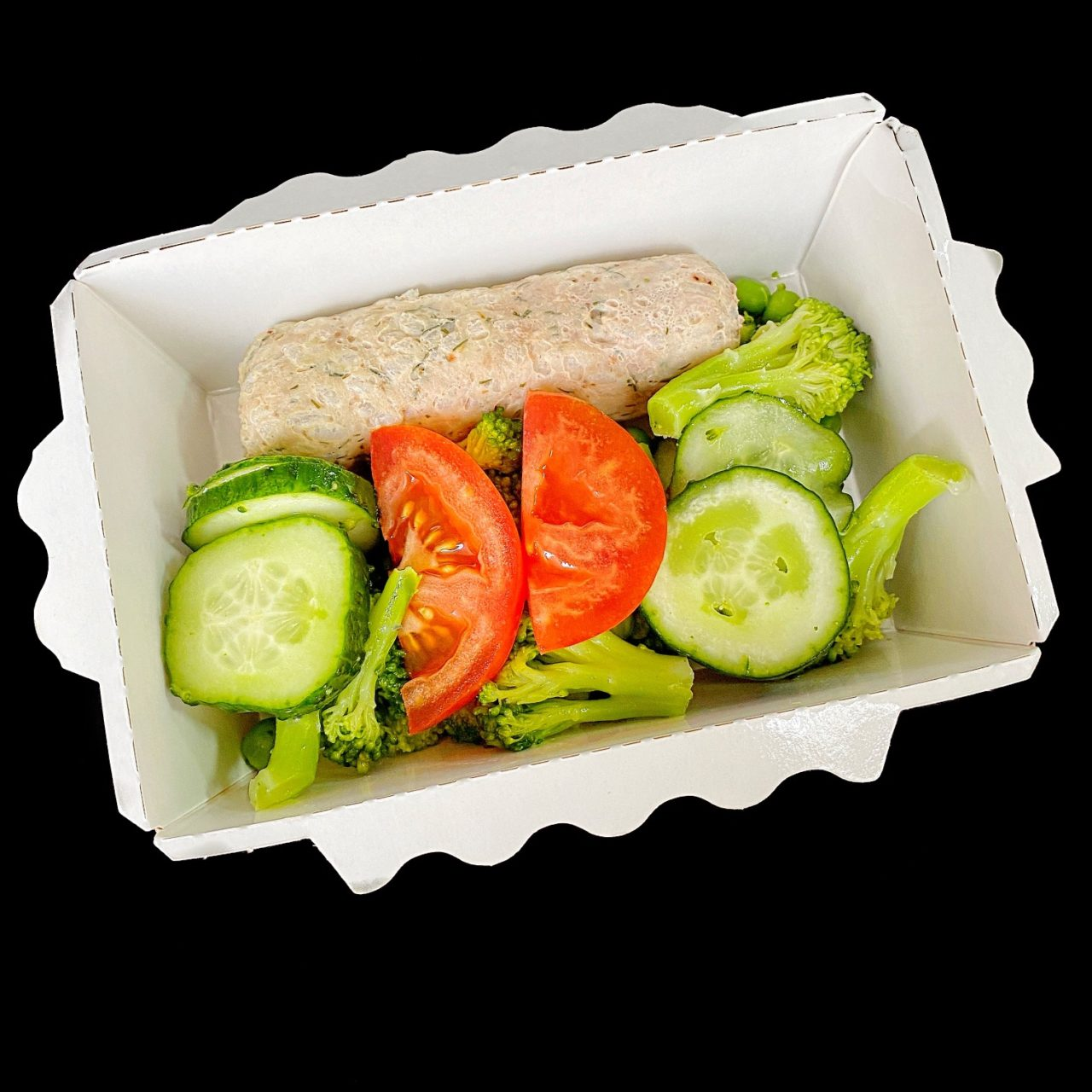 Тефтели из свинины и зеленый салат с томатами