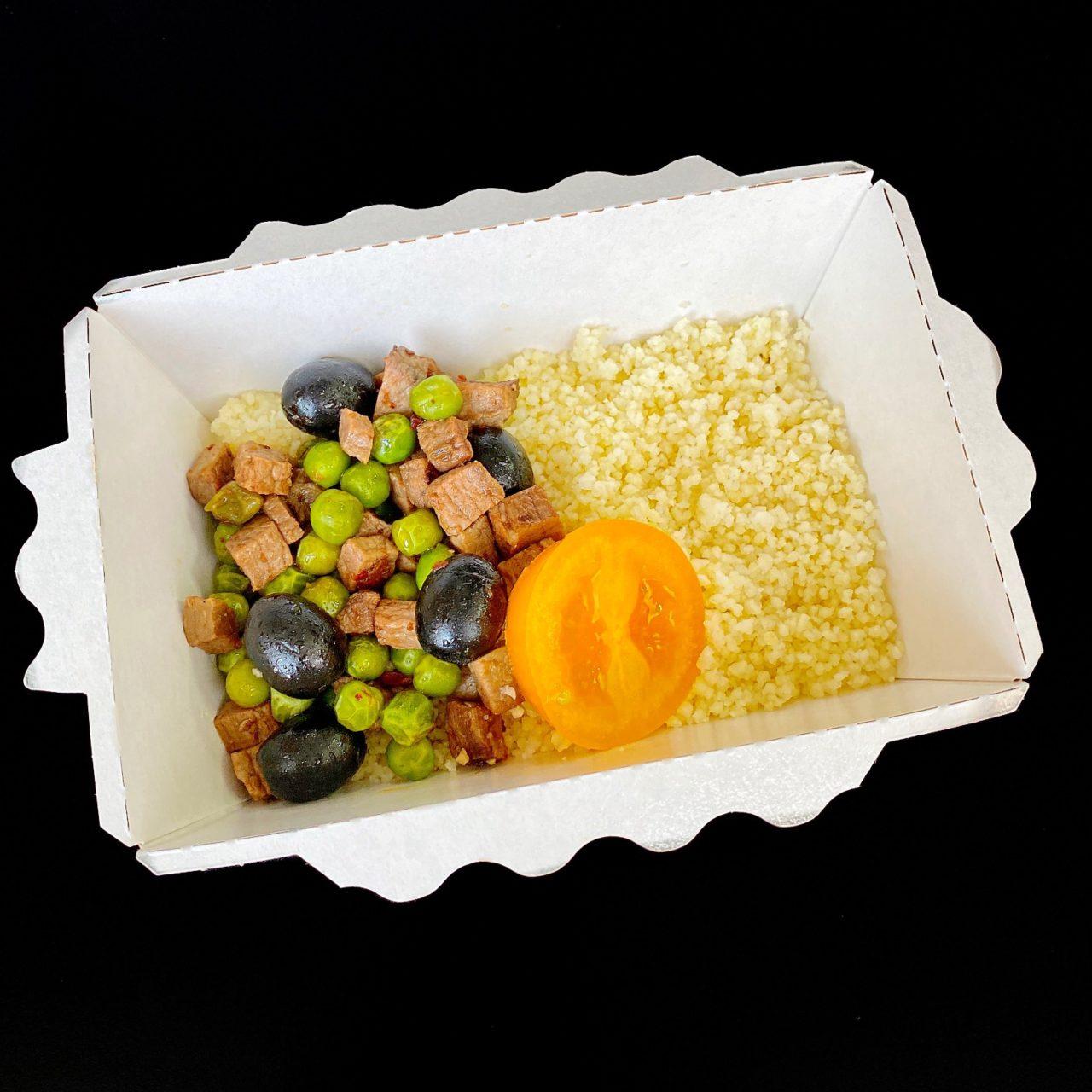 Говядина и кус-кус с оливками и томатами