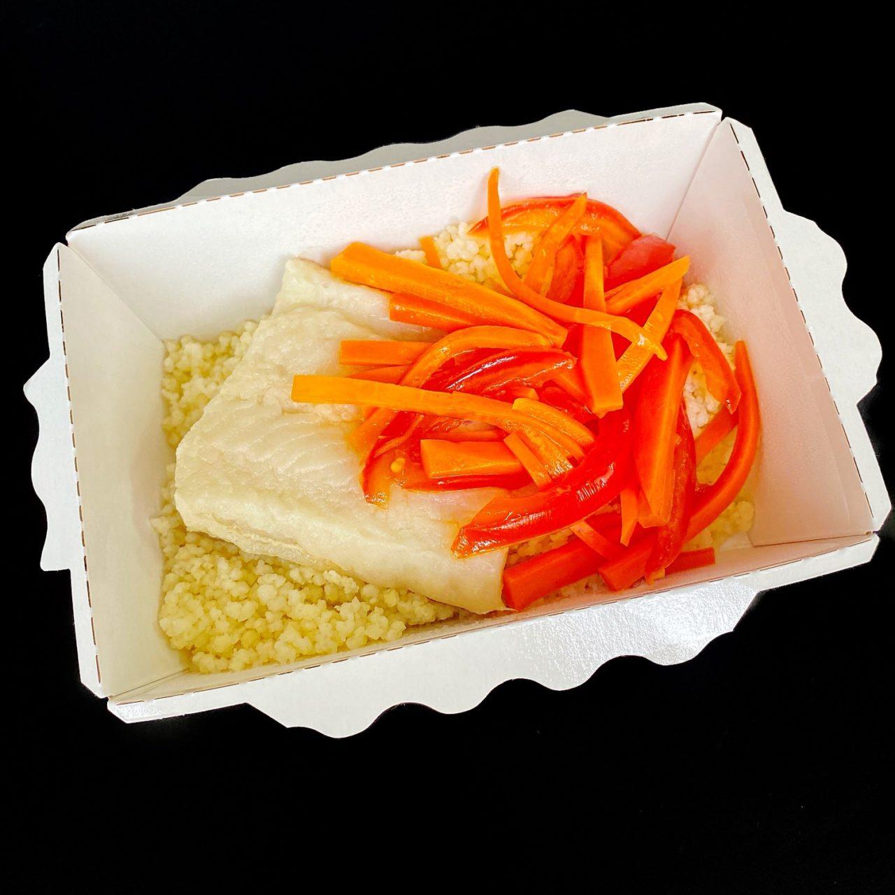 Рыба с кус-кусом и томатами
